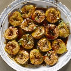 Roasted figs with pomegranate molasses and orange zest - Recipes Fig Recipes, Greek Recipes, Dessert Recipes, Cooking Recipes, Simply Recipes, What's Cooking, Ottolenghi Recipes, Yotam Ottolenghi, Roasted Figs