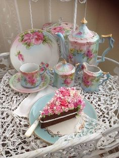"Lovely vintage ""tea time"" setting w/slice of beautiful cake Vintage Dishes, Vintage Tea, Vintage China, Antique China, Café Chocolate, Teapots And Cups, My Cup Of Tea, High Tea, Afternoon Tea"