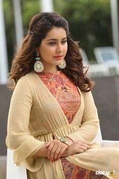 Rashi Khanna Latest Pics (22)
