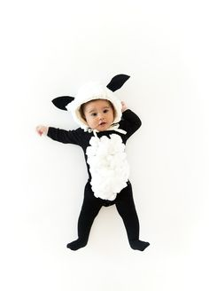 Baa baa black sheep, have you any wool? We've got a cuddly baby black sheep today as we continue our series on Halloween costumes. This is a great one that uses basic pieces you may have laying around your closet (and bathroom cupboard!). It's also warm for a chilly night trick or treating. Here's how to …
