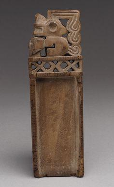 Tabaco Tablet [Perú; (?) Tiwanaku], madera (2000,2) | Heilbrunn Cronología de la Historia del Arte | El Museo Metropolitano de Arte
