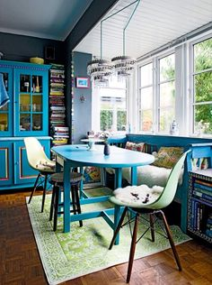 I LOVE this dining nook (and I hate dining nooks)