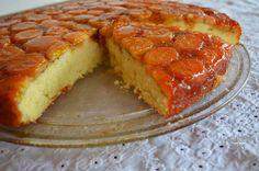 bolo de banana 2 Candy Recipes, Cupcake Recipes, Sweet Recipes, Dessert Recipes, Sweets Cake, Portuguese Recipes, No Bake Cake, Finger Foods, Cookie Dough