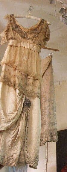 antique and vintage weddingdresses bridalwear and antique wedding dresses, vintage antique lace wedding dresses, hand made,bespoke, each piece is unique. Vintage Outfits, Vintage Gowns, Vintage Bridal, Vintage Fashion, Vintage Weddings, Moda Vintage, Vintage Mode, Vintage Glamour, Romantic Outfit