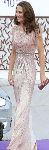Elegant and effortless. Amazing gown.