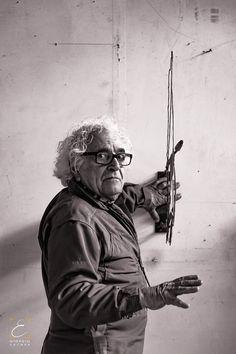 Portfolio dedicato al M° Paolo Buggiani. Autore ed interprete della Street Art. Dipinge il tempo con figure metamorfiche, e vive una sua ricerca con l'acqua e il fuoco con performative fatte di simboli fantastici. Portfolio – Artisti