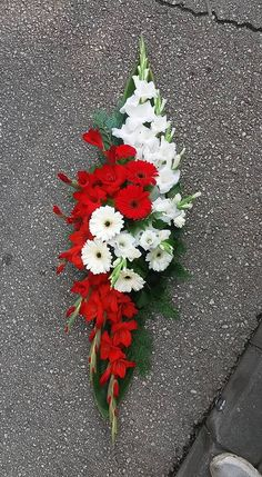 Funeral Floral Arrangements, Easter Flower Arrangements, Creative Flower Arrangements, Easter Flowers, Beautiful Flower Arrangements, Grave Flowers, Cemetery Flowers, Church Flowers, Funeral Flowers