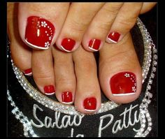 In Moda For Me: Uñas decoradas ,uñas francesas siempre a la moda Cute Toenail Designs, Pedicure Designs, White Nail Designs, Pedicure Nail Art, Beautiful Nail Designs, Toe Nail Art, Pretty Pedicures, Pretty Toe Nails, Cute Nails