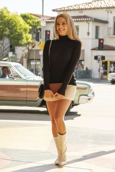 Sharon Tate was one of Hollywood's most tragic figures. For Quentin Tarantino's Once Upon a Time in Hollywood, Margot Robbie had to figure out how to play the actress who fell prey to the infamous Manson Family. Margo Robbie, Margot Robbie Style, Margot Elise Robbie, Margot Robbie Movies, Costume Hollywood, In Hollywood, Hollywood Fashion, Hollywood Actresses, Outfits Party Night