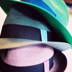Colorful winter à l'atelier-boutique de La Cerise sur le chapeau #lacerisesurlechapeau #chapeau #hat
