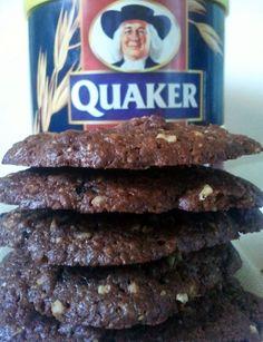 Ήθελα εχθές να φτιάξω μπισκότα τύπου cookies για την μικρή μου και σκέφτηκα πως είναι ευκαιρία να αρχίσω να χρησιμοποιώ την βρώμη που είχα αγοράσει λίγο καιρό πριν. Ψάχνοντας στο