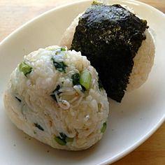 じゃこと野沢菜まぜこみ  金山寺味噌入りネギの炊きこみ - 18件のもぐもぐ - 旦那朝ごはん用おにぎり2つ by nishimakigohan