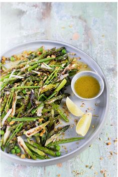 A delicious chargrilled spring onion, pea & asparagus salad with a zingy jalapeno vinaigrette, the perfect fresh braai side. Braai Salads, Spring Onion Recipes, Grilled Green Beans, Vegan Grilling, Asparagus Salad, Light Recipes, Salad Recipes, Healthy Eating, Stuffed Peppers