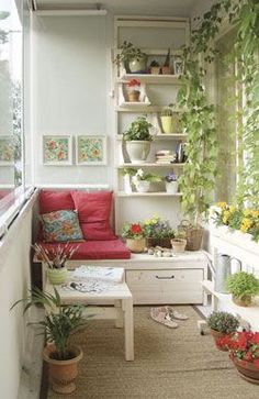 Best Small Balcony Design Inspirations for Decorating Outdoor Seating Areas - Best Home Ideal Small Balcony Garden, Balcony Ideas, Balcony Bench, Small Balconies, Balcony Plants, Small Balcony Furniture, Small Sunroom, Balcony Gardening, Outdoor Balcony