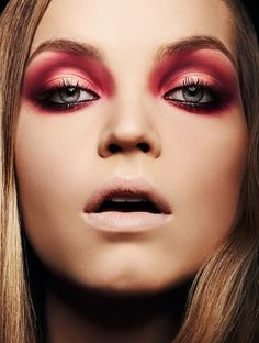 Red And Black Smokey Eye Makeup: 2020 ideas, pictures, tips — About Make up Fall Makeup, Love Makeup, Makeup Looks, Halloween Face Makeup, Red Makeup, Coral Makeup, Halloween Vampire, Halloween 2015, Makeup Style