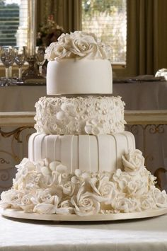 Choosing The Perfect Wedding Cake Look - Wedding Planning Ideas By WeddingFanatic