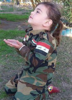 Kurdish child doing pray for peshmerga ♡ ♥ ♡ Palestine Girl, Palestine History, Cute Baby Girl, Cute Babies, Baby Kids, Cute Baby Pictures, Girl Pictures, Beautiful Children, Beautiful Babies