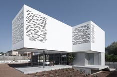 Gallery of the post: House with Perforated Facade | Architektura a design | ADG