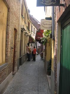 Alley entrance, Stoofstraat, Bruges