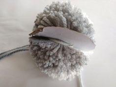 Čiapka so šikmými pruhmi a brmbolcom, fotopostup Crochet Hats, Fashion, Knitting Hats, Moda, Fasion, Trendy Fashion, La Mode