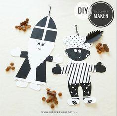 Wiebel Sint en Piet Easy Crafts For Kids, Diy For Kids, Diy And Crafts, St Nicholas Day, Saint Nicolas, Love Craft, Printing Labels, Art Plastique, Christmas Crafts