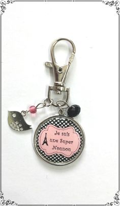 Bijoux de sac cabochon *Je suis une super nounou* perles rose et noire et breloque oiseau : Autres bijoux par miss-j-adore
