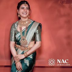 Check out the exotic South Indian gold temple jewellery designs from this brand and get ready to shop. Indian Bridal Sarees, Wedding Silk Saree, Indian Bridal Outfits, Indian Beauty Saree, South Indian Bridal Jewellery, Punjabi Wedding, Bridal Lehenga, Lehenga Choli, Silk Sarees