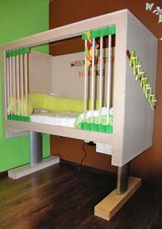 John Moonen Ledikant, (Kinderbed voor kinderen van ouders met een rolstoel, Children's bed for children with parents in a wheelchair)