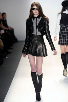 Cynthia Steffe Fall 2010 Ready-to-Wear Fashion Show Edgy Outfits, Pretty Outfits, Cool Outfits, Fashion Outfits, Look Fashion, High Fashion, Fashion Show, Korean Fashion, Couture Fashion