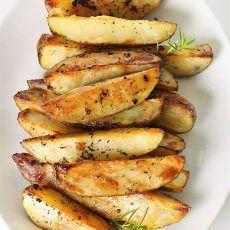 Отличная закуска для вечеринки, особенно если она проводится на открытом воздухе и пиво льётся рекой. Впрочем, такой картофель отлично подойдёт не только в качестве закуски, но и в качестве гарнира к любому блюду из мяса или рыбы. Рецепт жареного картофеля в горчице, чесноке и орегано Время подготовки: 15 минут Время приготовления: 1 час Общее время: … Читать далее Жареный картофель в горчице, чесноке и орегано