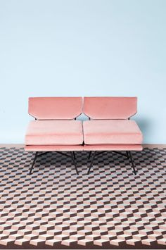 Home decor and design inspirations in Pantone 2016 interiors in Rose Quartz and Serenity Pantone 2016, Pantone Color, Home Design Decor, House Design, Home Decor, Rosa Sofa, Interior Inspiration, Design Inspiration, Creative Inspiration