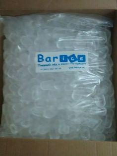 Пальчиковый лёд. Имеет форму цилиндра с отверстием внутри. Такой лед при той же массе, что и лед в кубиках, обладает значительно большей поверхностью теплообмена - соответственно и процесс охлаждения напитка происходит быстрее. Пакет 5 кг. Доставка льда 24 часа в СПб. Тел.: +7 (931) 262-33-22 Сайт: www.barice.ru