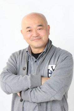 ゲスト◇高橋名人(Takahashi Meijin) ファミコン名人の先駆けとして大活躍。1982年 株式会社ハドソン入社。1985年 第1回全国ファミコンキャラバンで高橋名人の称号確立。以後ハドソン全国キャラバンを中心に各種イベント、TVなどでゲーム名人として活躍。ファミコン用ソフト「高橋名人の冒険島」が発売。100万本のセールスを記録。「冒険島のテーマ「ほの字のゲーム」レコードも発売。2005年 「高橋名人」誕生20周年を記念し、公式サイト「16SHOT(シックスティーンショット)」開設。現在もゲームプレゼンターとして「名人」の役職で、「あの」世代には圧倒的な支持を誇る。 「高橋名人 オフィシャルサイト」  http://16shot.jp