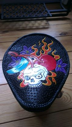 Perro Bicycle saddle with double applique lacing