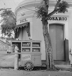 Un vendedor de piraguas en Yauco, Puerto Rico (1942) | Puerto Rico Historic Building Drawings Society