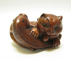 cat and fish netsuke #Cat lovers - Join http://facebook.com/OzziCat * Get cat #magazine http://OzziCat.com.au
