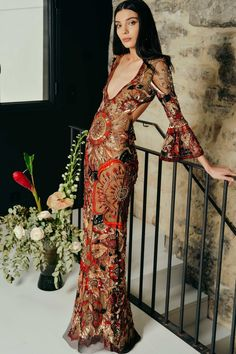 Get inspired and discover Cucculelli Shaheen trunkshow! Shop the latest Cucculelli Shaheen collection at Moda Operandi. 70s Inspired Fashion, 70s Fashion, Look Fashion, Runway Fashion, High Fashion, Fashion Outfits, Spring Fashion, Fashion Trends, Vintage Fashion