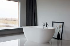 The Byron stone bath styled minimalism, sleek lines a balance of organic shape, perfect compliment to a modern space a graceful freestanding design Modern Spaces, All Modern, Built In Bath, Timeless Bathroom, Stone Bath, Minimal Bedroom, Bathroom Taps, Family Bathroom, Deco Design