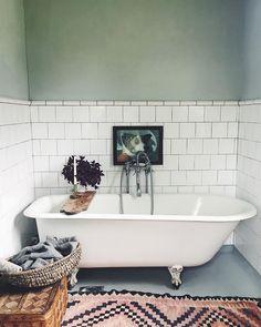 Bathroom Toilets, Bathroom Inspo, Bathroom Space, Bathroom Inspiration, Simple House, Bathroom Decor, House, Kitchens Bathrooms, Bathroom