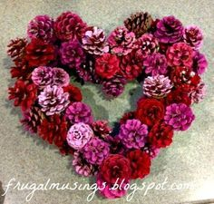 DIY Valentines Day Wreath - Pine cones - Home Decor - frugalmusings.blogspot.com Valentines Day Tablescapes, Diy Valentine Decorations, Diy Valentines Day Wreath, Pine Cone Decorations, Decoration Noel, Valentines Day Decor Outdoor, Valentine Day Crafts, Diy Valentine's Day Decorations, Holiday Crafts