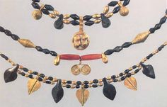 Jewelry from Royal Tombs of Ur. Sumerian culture. gold,lapis lazuli,