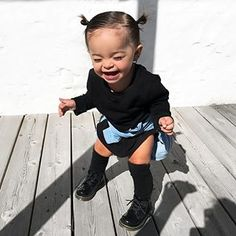 Je suis clairement ta plus grande fan 📸 une paparazzi 😂. outfit for kids and women Cute Mixed Babies, Cute Black Babies, Black Baby Girls, Cute Baby Girl, Cute Babies, Baby Baby, Little Girl Outfits, Kids Outfits Girls, Cute Outfits For Kids