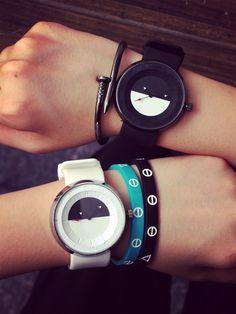 Aliexpress.com: Comprar 2015 de moda clásica Unisex reloj blanco y negro Gel de la jalea correa de caucho de silicona analógicas mujeres hombres pulsera de cuarzo relojes reloj de reloj mp3 fiable proveedores en Sinyulin Fashion Watch Co.,Ltd