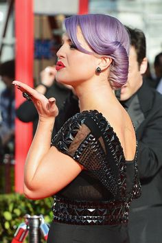 Kelly Osbourne Hair ,I LOVE that color!!! I want to dye my hair like that!! It would be awesome!!!!!