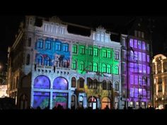 HM realiza este tipo de acciones como #solucion para llamar la atención. La empresa realiza una animación 3D proyectada en los edificios de la ciudad de Amsterdam para presentarles a los clientes algo divertido e innovador.