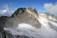 El Aneto. Las 16 cumbres de montañas que deberías subir en España