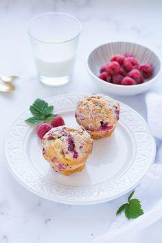 Imádunk sütni - Málnás-fehér csokoládés muffin Muffin, Breakfast, Recipes, Food, Morning Coffee, Rezepte, Meals, Ripped Recipes, Muffins