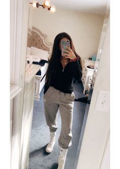 Sweatpants outfit - 42 best fashion teenage you should copy 38 Winter Outfits For Teen Girls, Cute Lazy Outfits, Cute Outfits For School, Chill Outfits, Mode Outfits, Outfits For Teens, Teen Fashion Outfits, Fashion Models, Summer Outfits