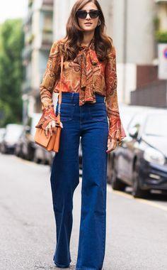 Jeans, Jeans, Jeans! Jeans im Seventies-Stil mit extra hohem Bund und weitemSchlag.Bloggerin Eleonora Carisistylt ihre Flared-Jeans zur Schluppenbluse im angesagten Orange.Trick für superlange Beine: Hohe Stiefeletten tragen, die unter dem Schlag verschwinden.