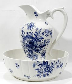 ITALIAN BLUE & WHITE POTTERY PITCHER & WASH BASIN, MID 20TH CENTURY, H 13 1/4, DIA 13:Each ribbed body decorated with blue floral sprays.